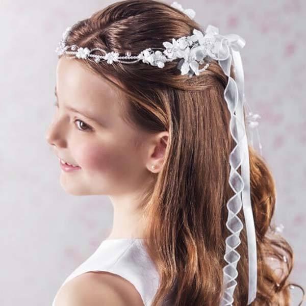 kapsel tiara met lintjes