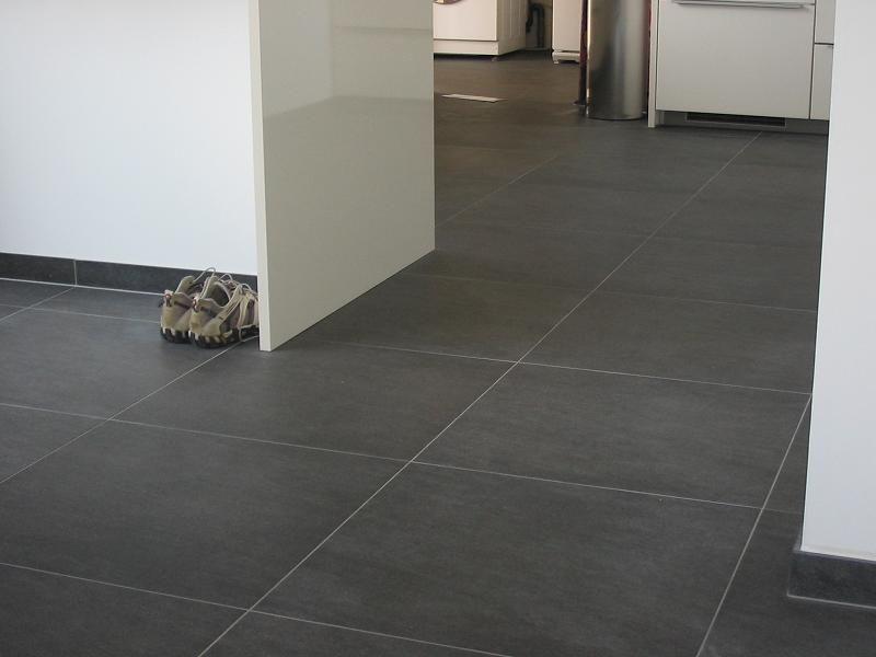 Hoe vlekken zwarte keramische vloer verwijderen